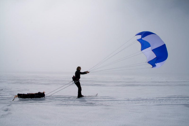Cross-Country-Skiing-in-Iceland-kite