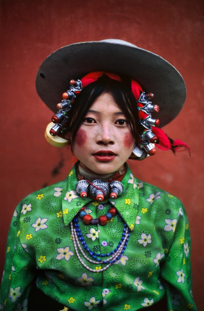 Woman-at-a-horse-festival-Tagong-Tibet-1999-1-c04911