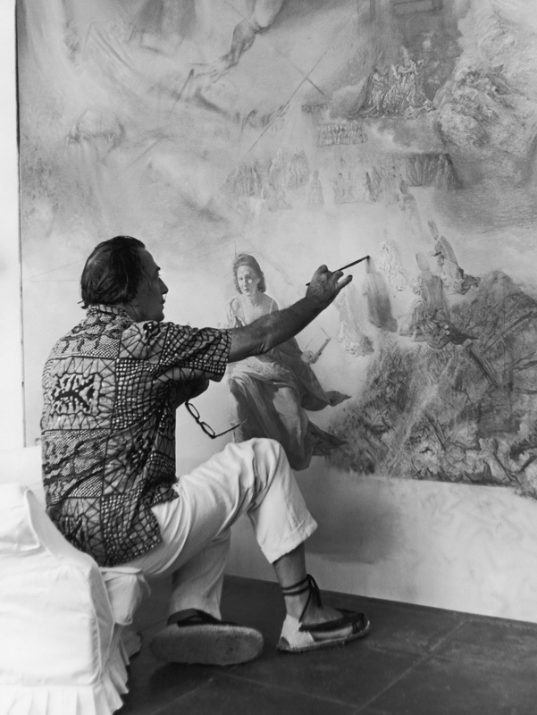 Salvador DALI in his studio in Cadaques.19700000Salvador DALI dans son atelier а Cadaquйs.19700000