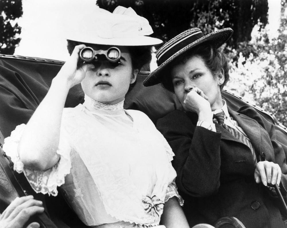 A ROOM WITH A VIEW, Helena Bonham Carter, Judi Dench, 1985, (c)Cinecom