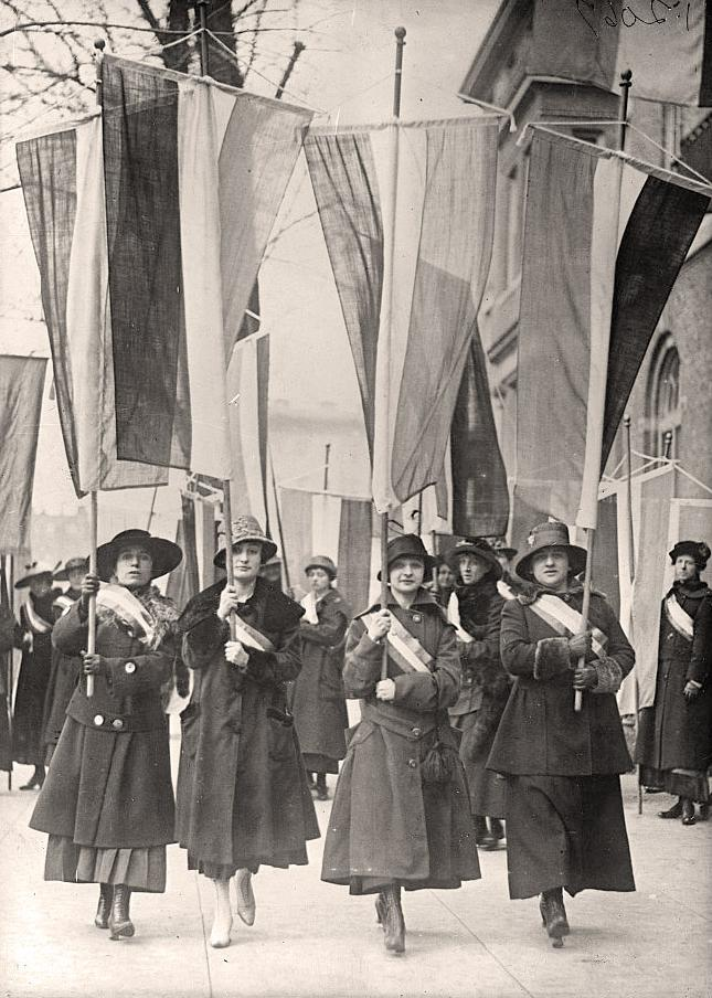 Suffrage-Picket-Parade-Woman
